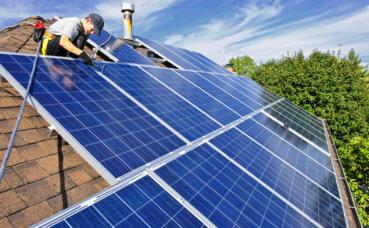 Pensando em instalar painéis de energia solar? 10 benefícios para seu negócio!